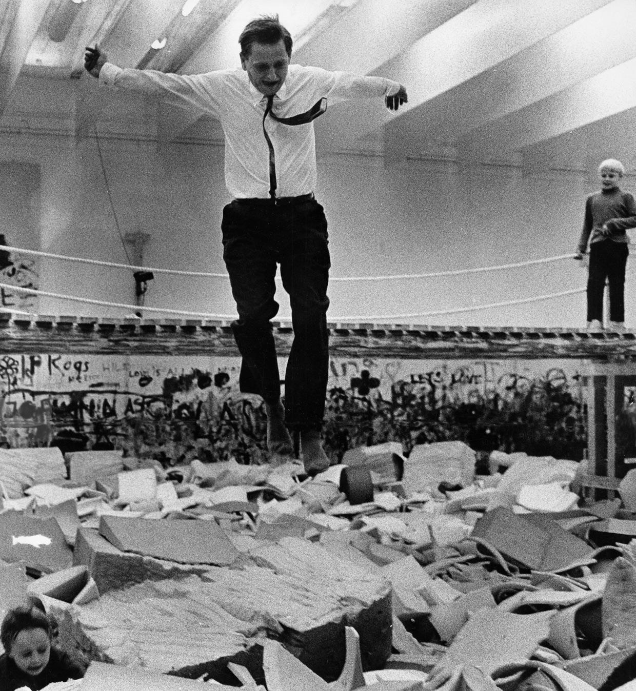 Olof Palme hopper i Modellen, 1968. Foto Ake Malmstrom / Scanpix